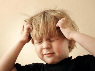 Чешется голова: причины зуда и лечение