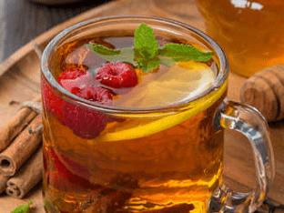 Чай с малиной - полезные свойства и рецепты
