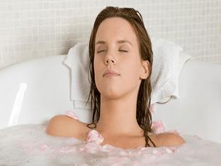 Принятие ванны при месячных