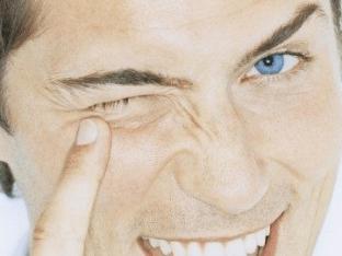Почему дергается правый глаз и как это устранить