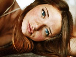 Возможно ли изменить цвет глаз без линз и операции