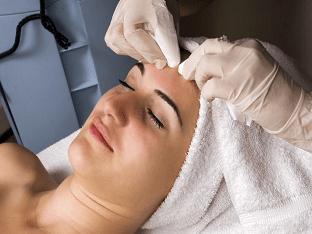 Разновидности косметологического инструмента для чистки лица, особенности использования, показания и противопоказания