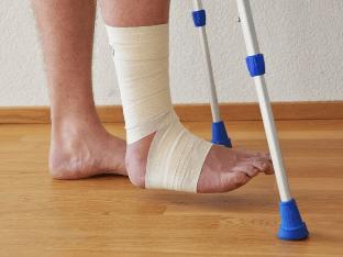 Гипс или лангет на ноге: когда что применяется