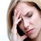 Почему болит голова во время месячных?