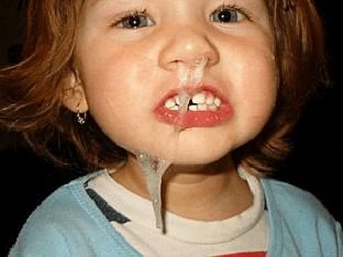 Зеленые сопли у ребенка: почему появляются, как лечить