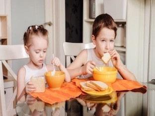 Отчего у детей возникает гастрит, как лечить